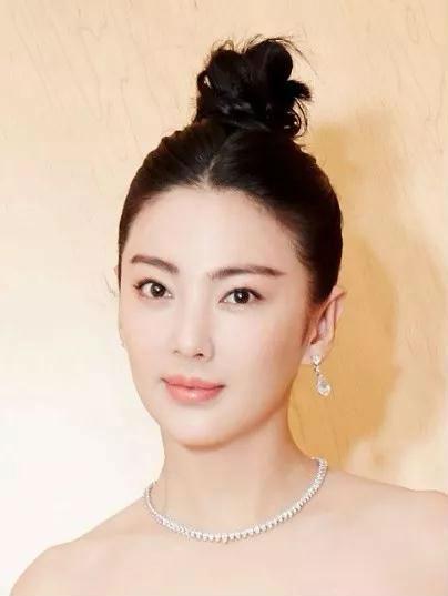 张雨绮为吸粉直播晒货 但她的超白皙伪素肌又圈一批